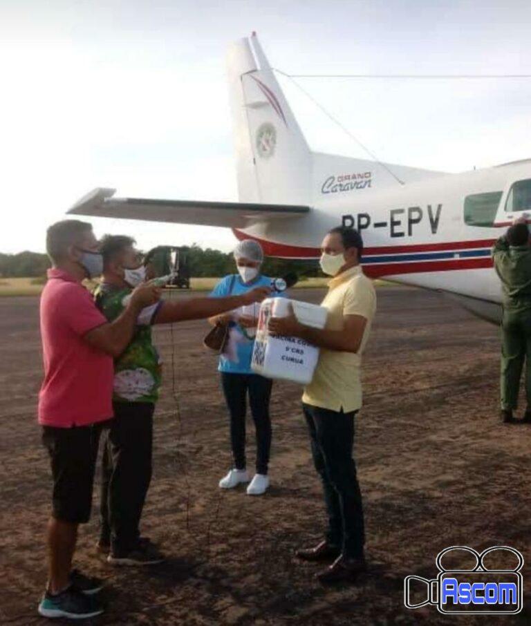 Prefeito Gica recebe vacinas no aeroporto de Óbidos