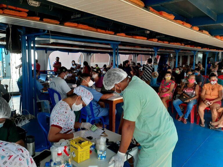 Barcos Hospitais Papa Francisco e João Paulo II realizam atendimentos na população