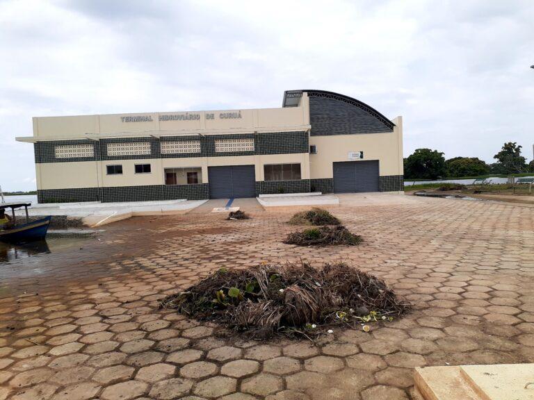 SEMITS realiza limpeza da Praça Beira-Rio após a descida da água